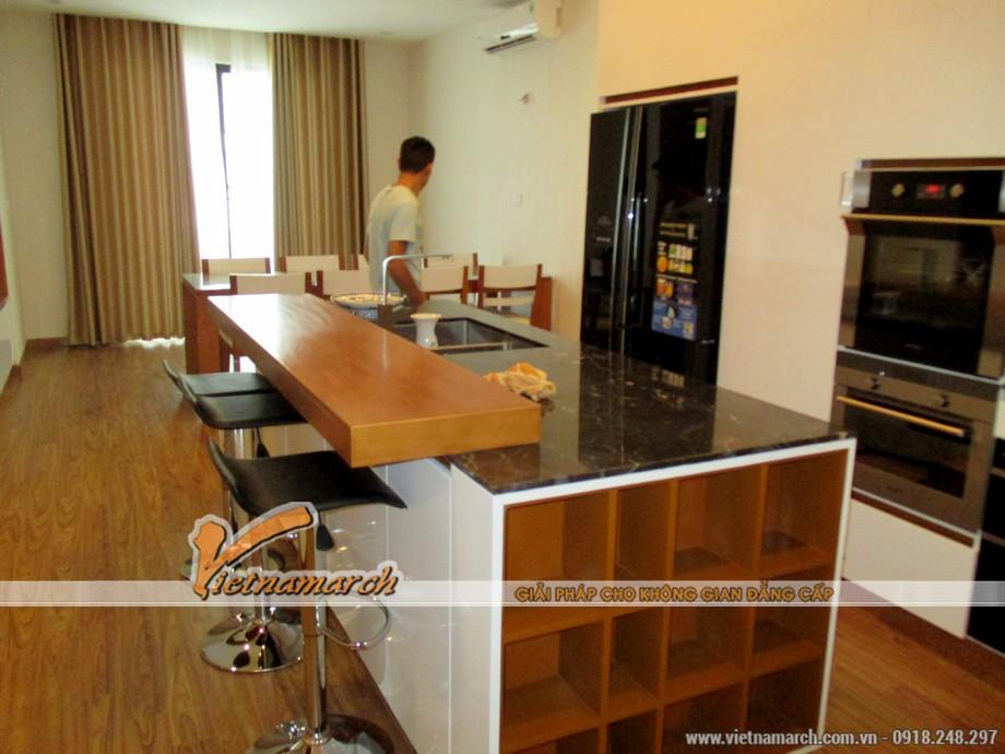 Phòng bếp, phòng ăn thiết kế đầy đủ tiện nghi kết hợp hiện đại với truyền thống mang lại một căn bếp ấm cúng