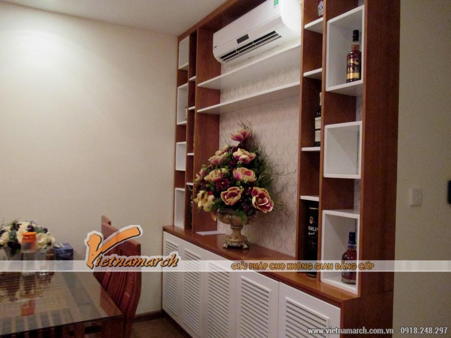 Tủ rượu trong phòng bếp được thiết kế bằng gỗ sồi Nga