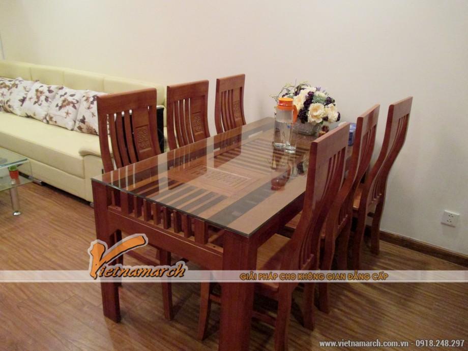 Bộ bàn ăn bằng gỗ sồ Nga dành cho 6 người tạo sự ấm cúng cho không gian sinh hoạt ăn uống.