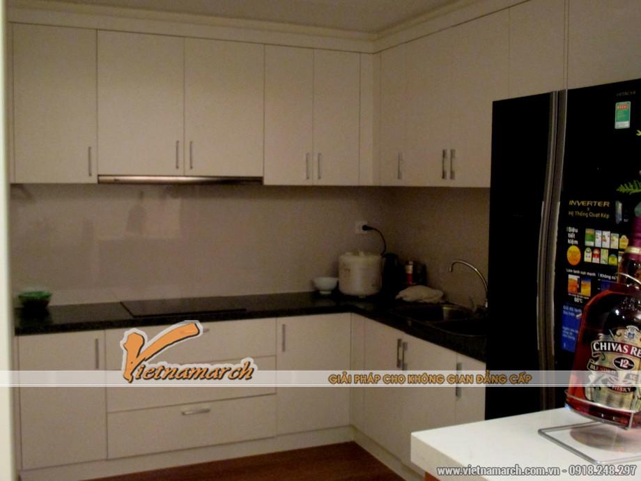 Khu vực nấu nướng với đầy đủ tiện nghi và gọn gàng.