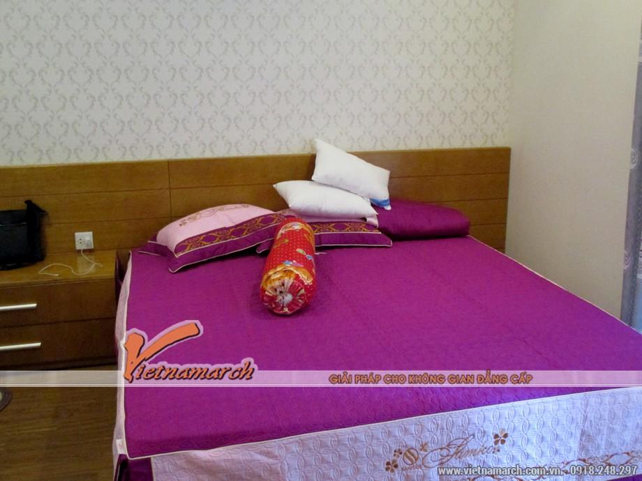 Chiếc giường màu tím lãng mạn cho cặp vợ chồng trẻ