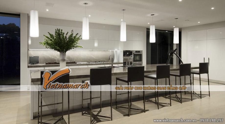 Khu vực bếp của tầng 2 được thiết kế hiện đại như một quán bar