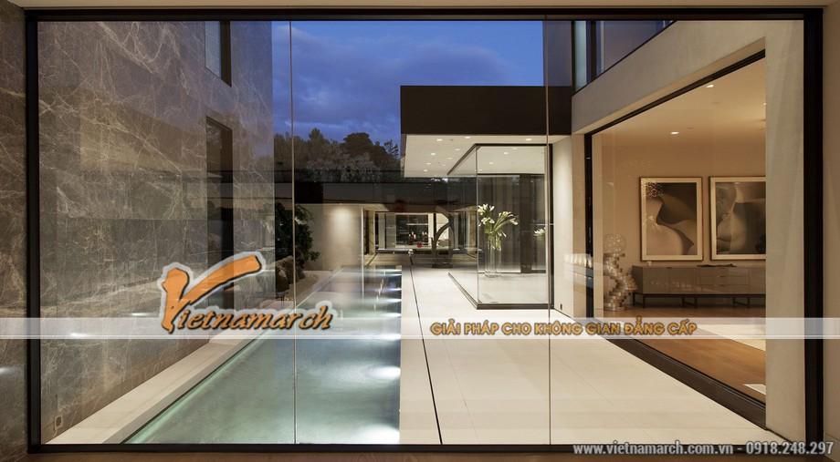 Gần như 1/3 ngôi nhà được làm bằng kính
