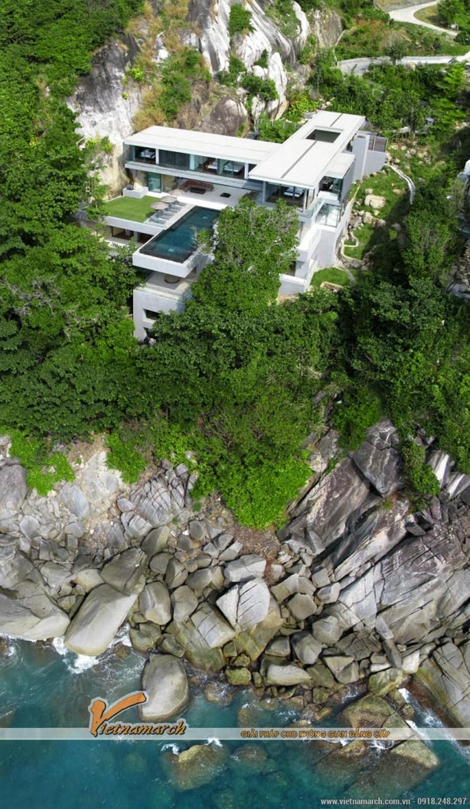 Ngất ngây với vẻ đẹp của ngôi biệt thự bên cạnh vách núi hùng vĩ
