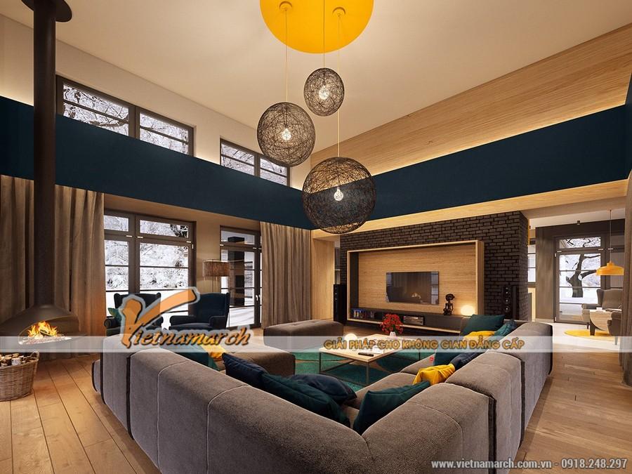 Bóng đèn chùm 3 bóng ngay chính giữa trần nhà cũng rất ấn tượng với thiết kế độc đáo.