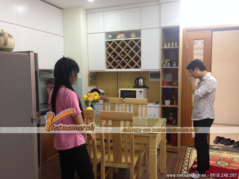 Nội thất phòng bếp được thiết kế với 70% là gỗ tự nhiên mang lại cảm giác ấm cúng.