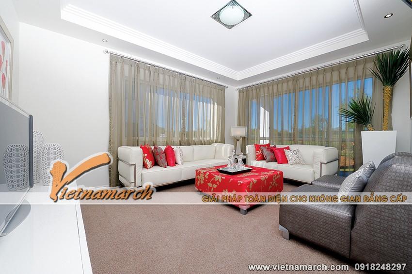 Phòng khách chính được thiết kế đơn giản và hài hòa, lựa chọn tông màu trắng sáng để cho ngôi nhà một cái nhìn hiện đại hơn.