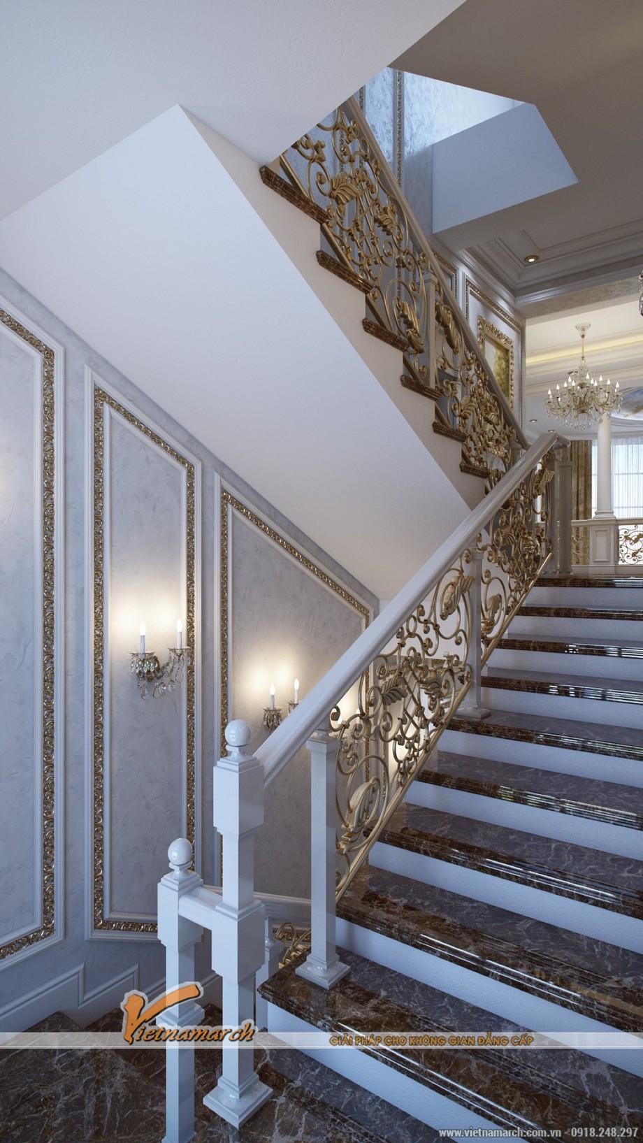 Thiết kế nội thất cổ điển được thể hiện trong những trang trí hoa văn từ cầu thang