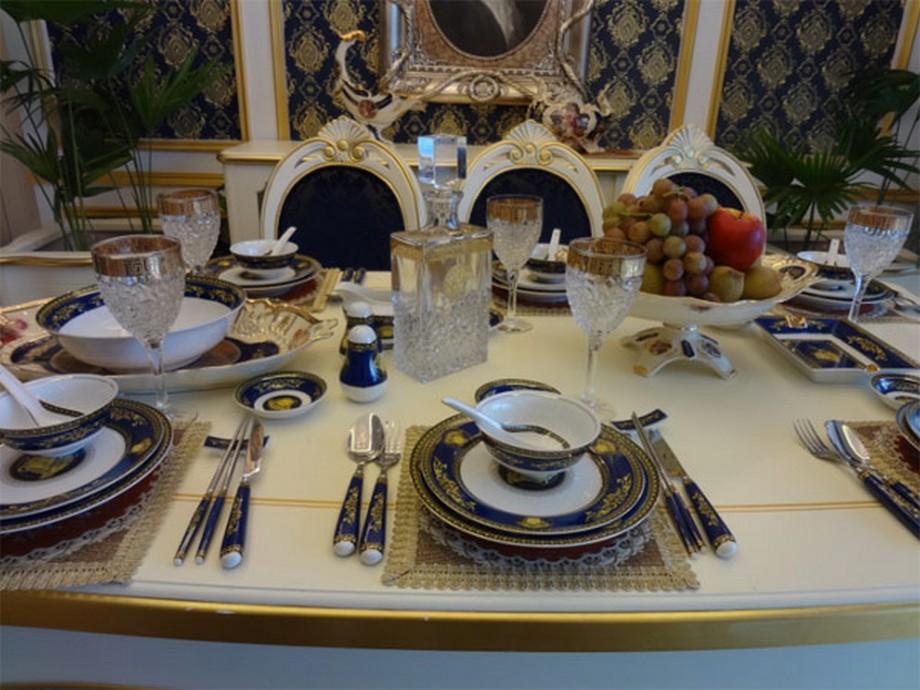 Đồ dùng cao cấp trong phòng ăn, mang đến một phong cách sông hoàng gia, sang trọng