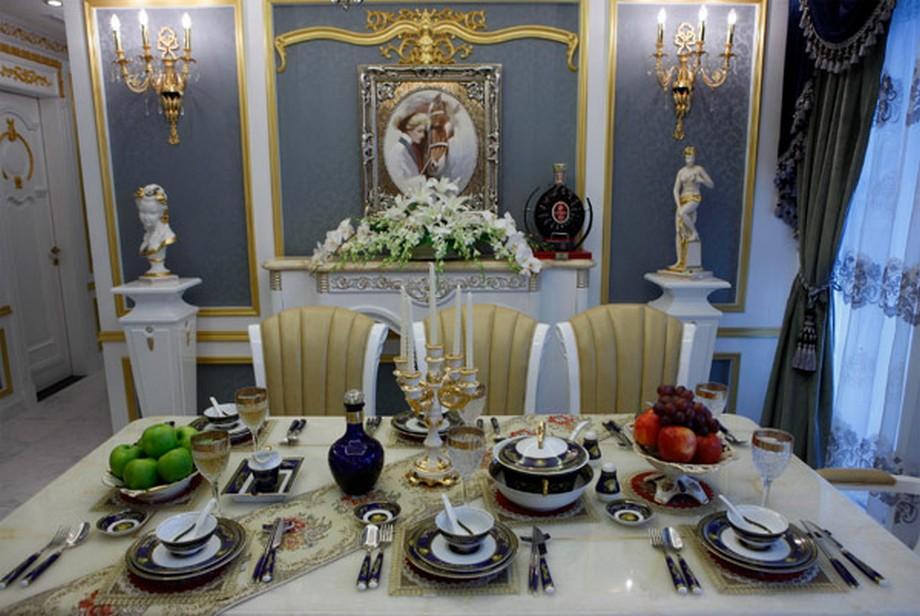Phòng ăn với các vật dụng cao cấp