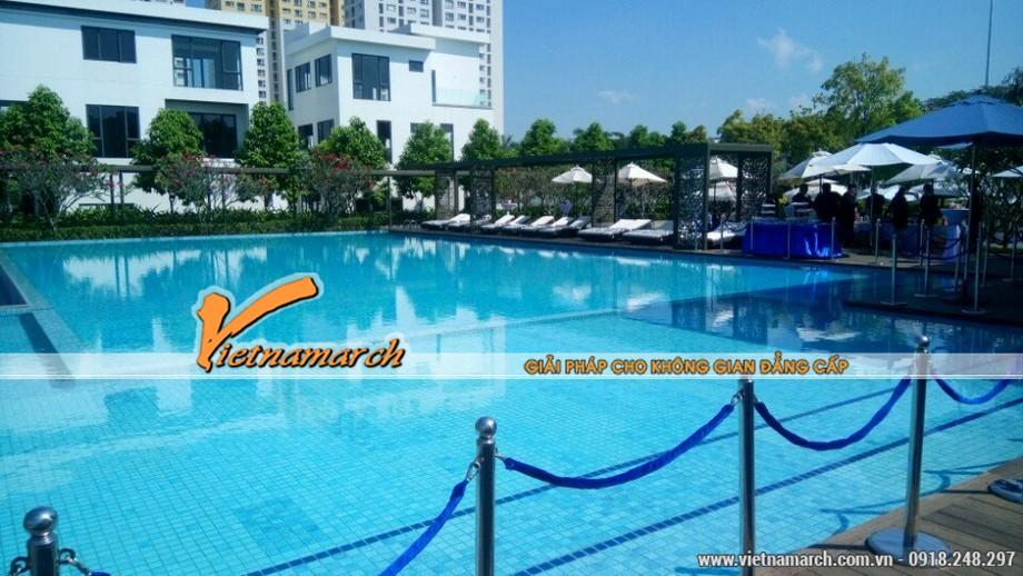 Biệt thự Lucastacòn có hệ thống bể bơi hiện đại với làn nước trong xanh thích hợp với những người có niềm đam mê bơi lội.
