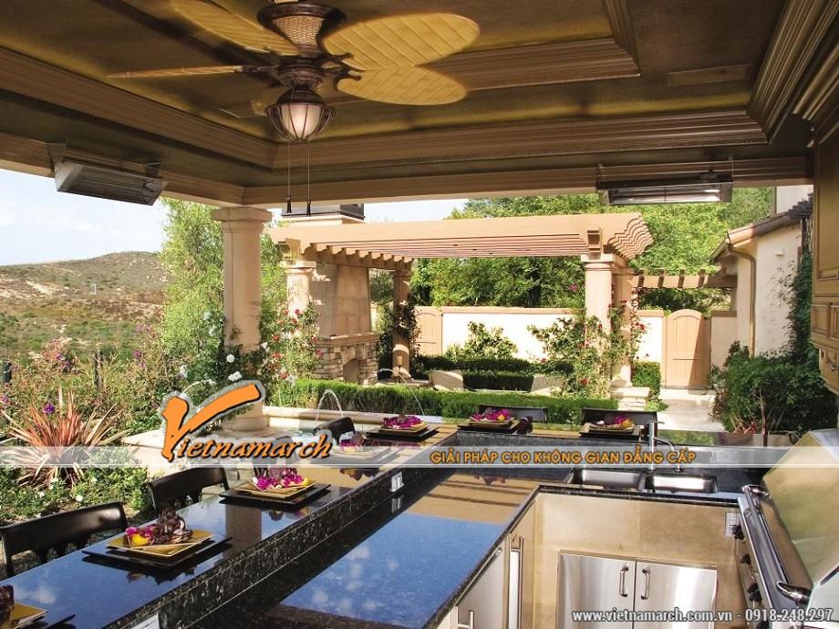 Sân vườn được tận dụng làm một nhà bếp ngoài trời là ý tưởng độc đáo