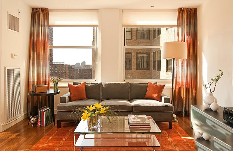 Sử dụng rèm cửa để cho căn phòng ấm ấp trong mùa đông lạnh giá.