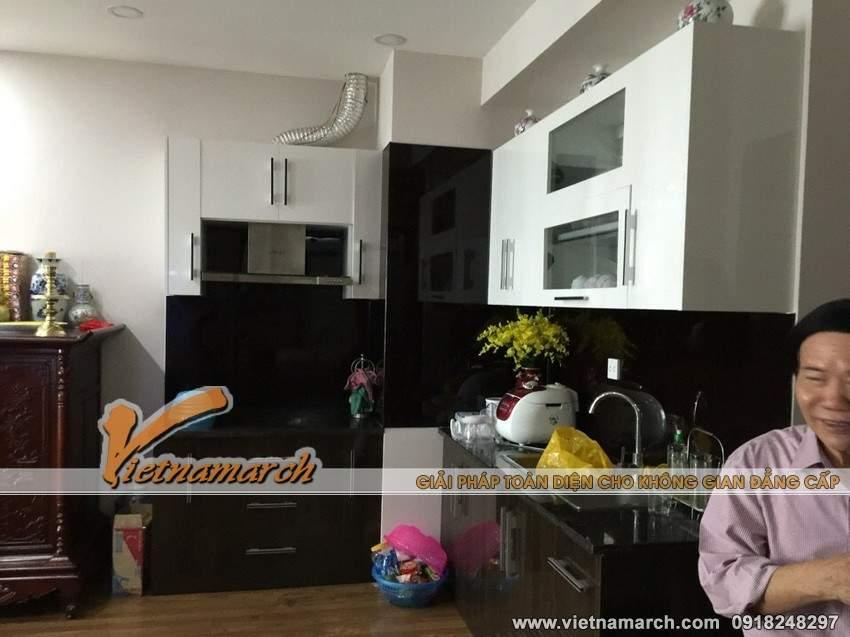 Phòng bếp với tủ bếp hiện đại và tiện nghi