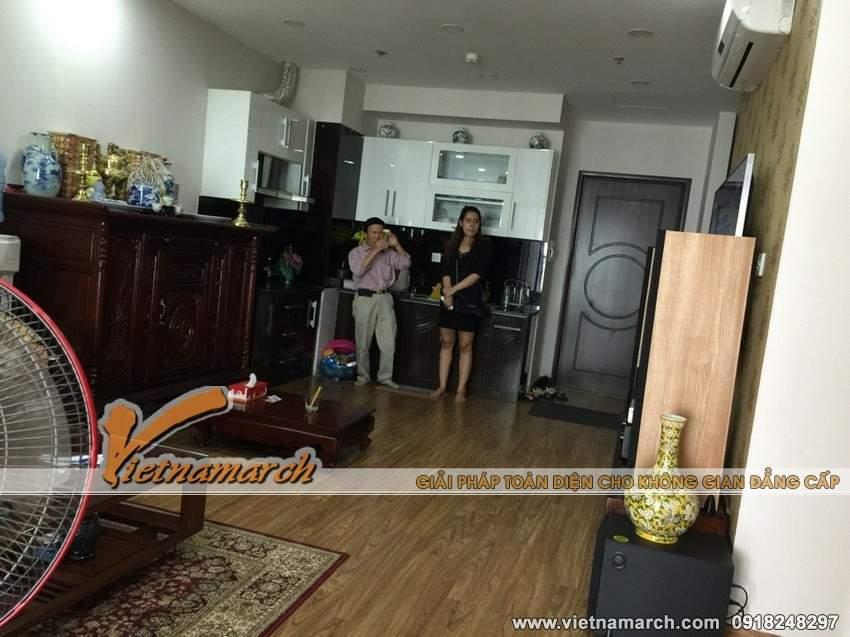 Gian thờ được đặt giữa phòng khách và phòng bếp - Hoàn thiện nội thất chung cư Times City căn hộ nhà anh Hòa