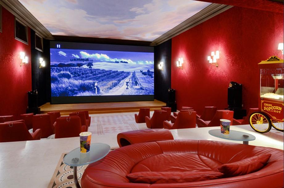 Có hẳn một rạp chiếu phim mini trong lâu đài, nơi có chỗ chứa cho gần 20 người