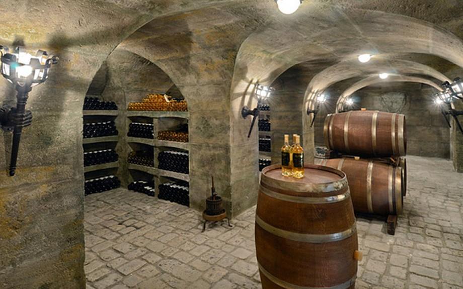 Hầm rượu khổng lồ với sức chứa 3000 chai.