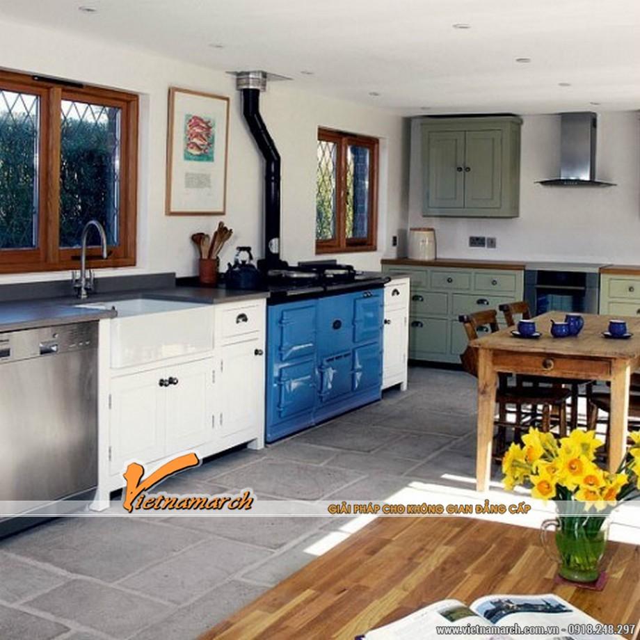 Tủ bếp chữ L được phối hợp nhiều màu sắc mang lại sự độc đáo cho căn bếp