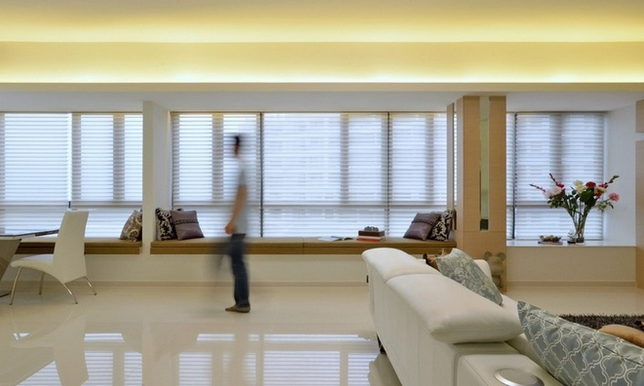 Điểm ấn tượng nhất trong thiết kế nội thất là dãy băng ghế dài dọc các cửa sổ.