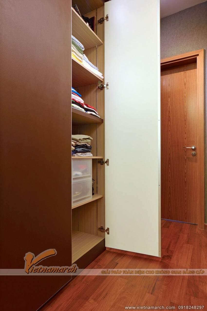 Tủ gỗ thiết kế mộc mạc và đơn giản nhưng lại chứa đựng được rất nhiều đồ