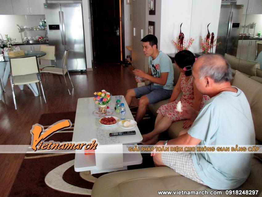 CBKT - Lê Minh Tú người trực tiếp giám sát thi công nội thất cho nhà bác Thạo tới khảo sát và hỏi thăm sức khỏe