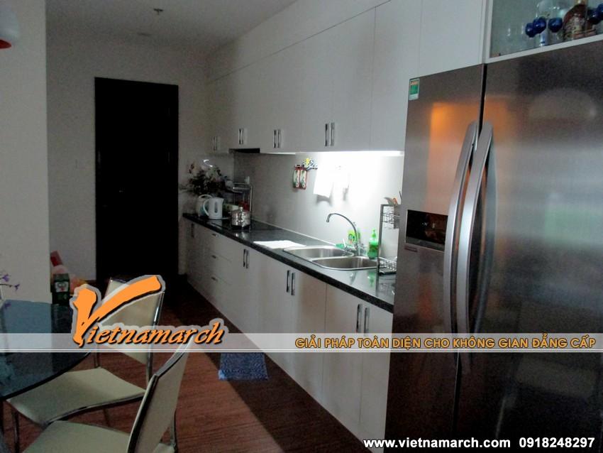 Khu vực bếp nấu sạch sẽ, sáng sủa với tủ bếp hiện đại - thiết kế nội thất chung cư đẹp