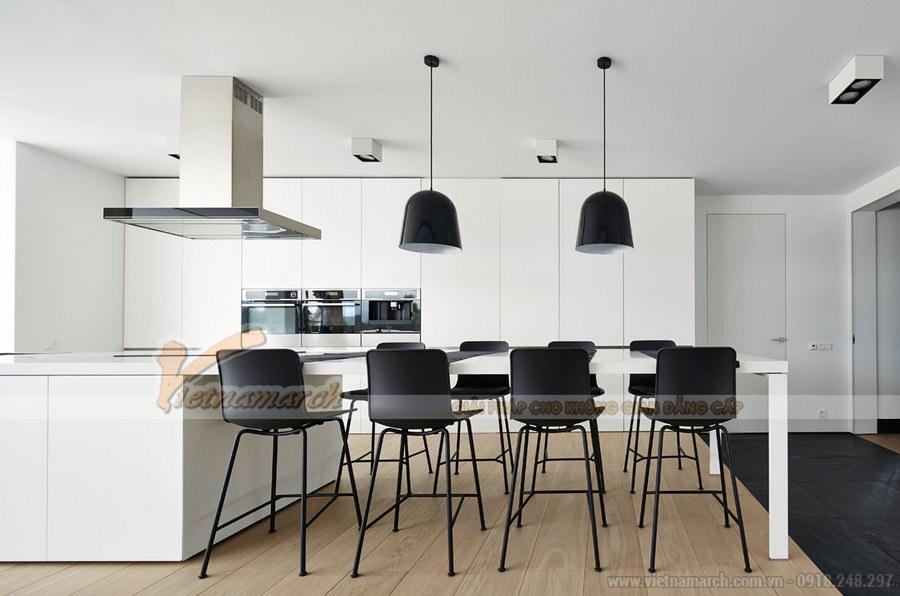 Bếp và phòng ăn được bày trí hiện đại, gọn gàng và ngăn nắp