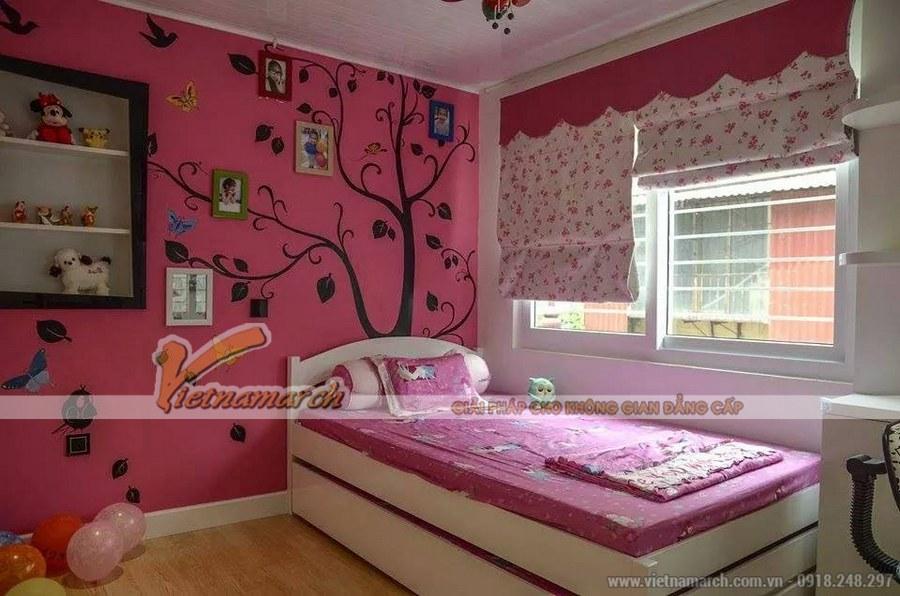 Phòng ngủ tận dụng tối đa ánh sáng bên ngoài giúp trẻ có cơ hội gần gũi với thiên nhiên