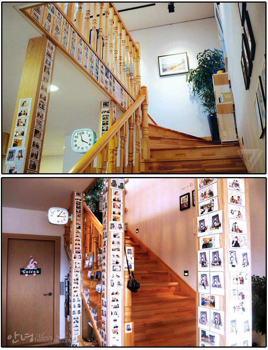 Khu vực cầu thang dành để dán những bức ảnh kỉ niệm của khách