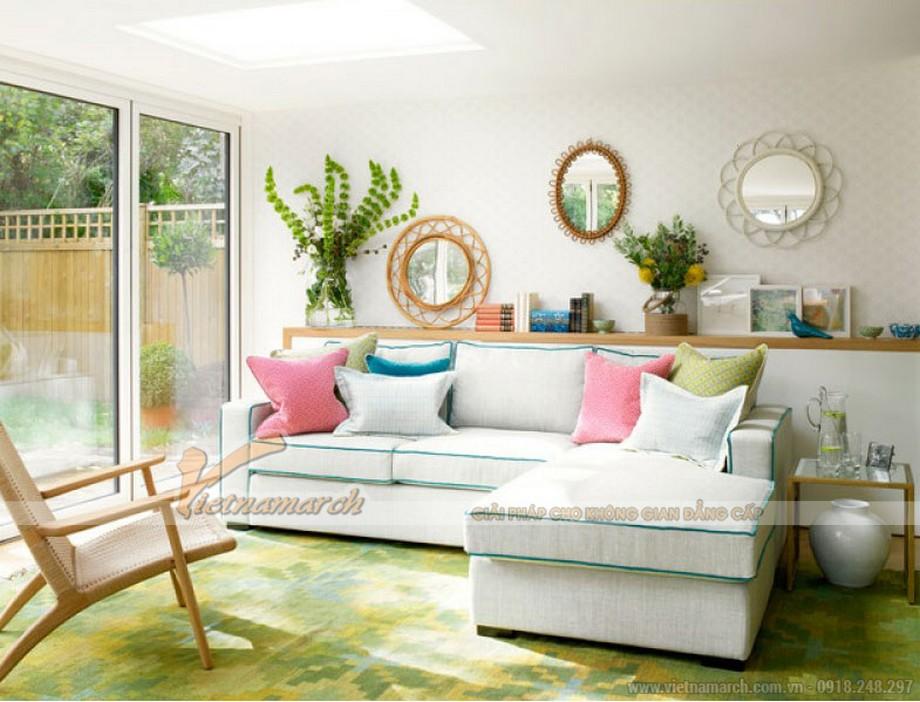 Gương tạo chiều sâu và độ rộng cho phòng khách