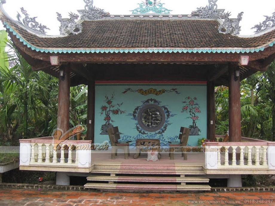 Bên trái chính là Lầu Vọng Cảnh của nhà thờ họ Nguyễn Văn - Thái Hà