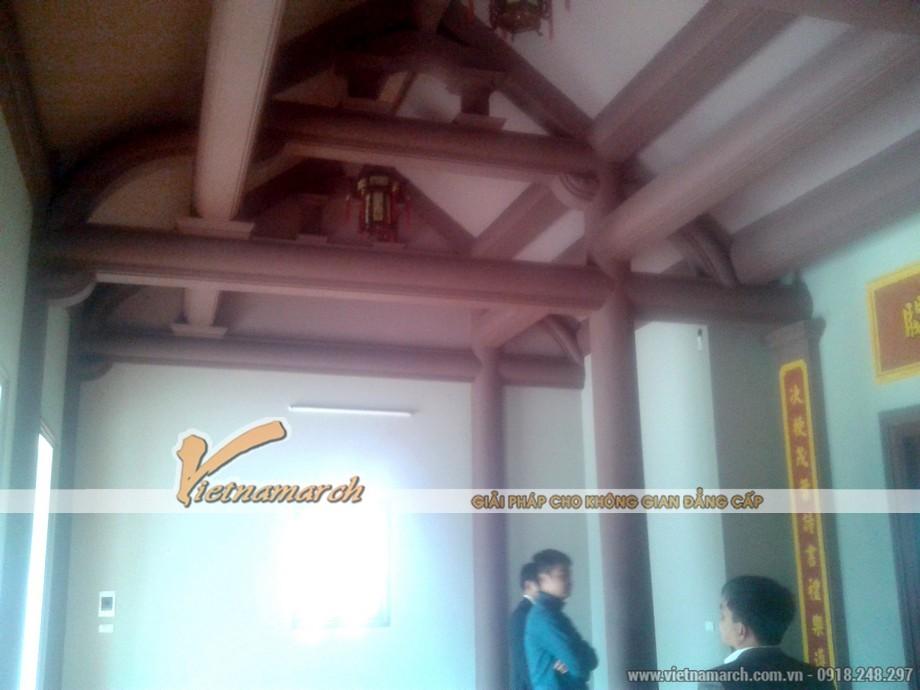 Những cây cột và kèo được thiết kế bê tông giả gỗ vững chắc