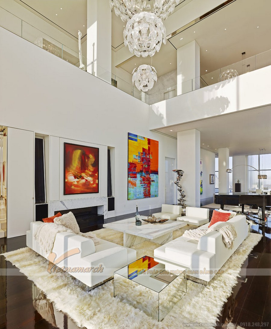 Căn hộ penthouse với thiết kế thông tầng tạo lên hiệu ứng giếng trời thông thoáng cho căn nhà