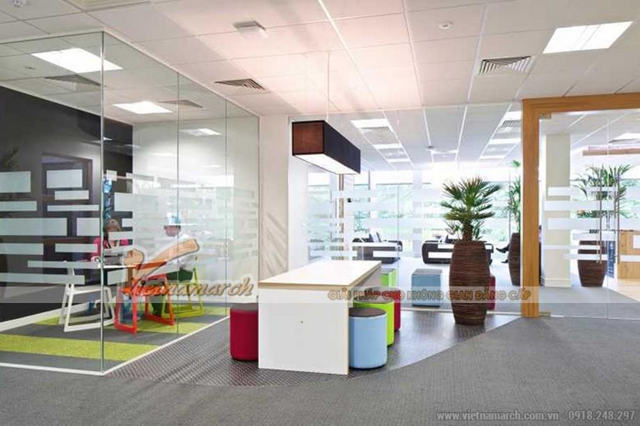 Kính giúp không gian văn phòng rộng hơn