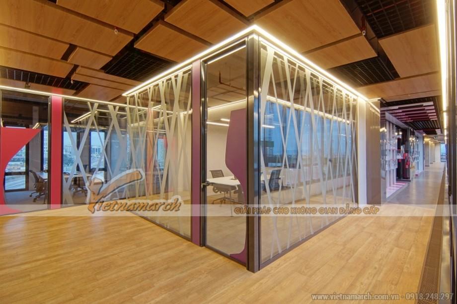 Trang trí văn phòng với kính có họa tiết vừa tiện lợi vừa có tính thẩm mỹ cao