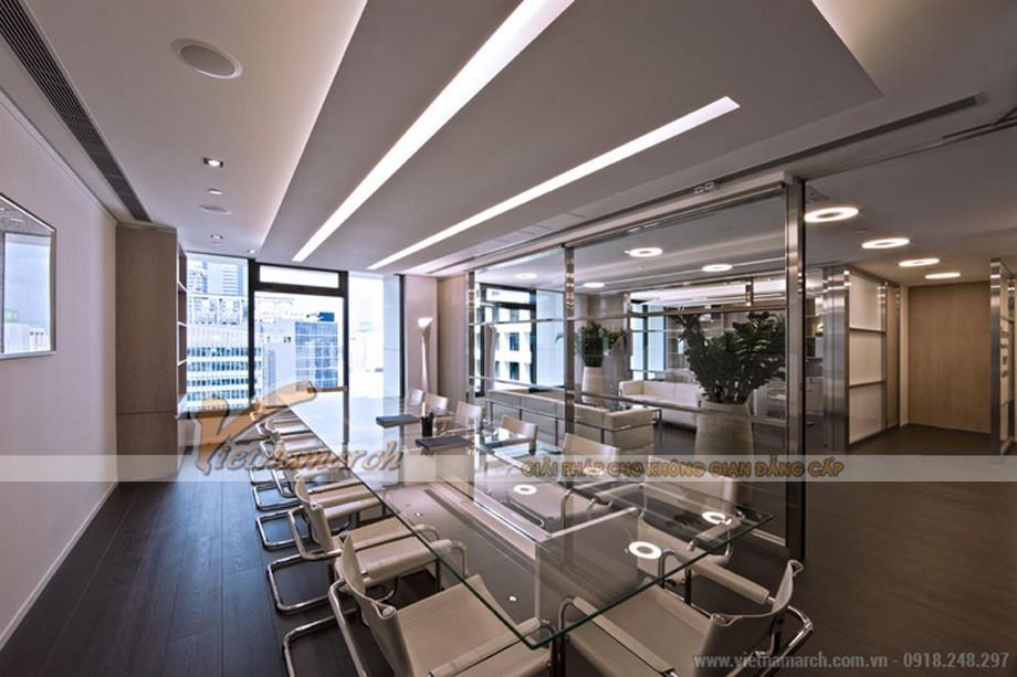 Văn phòng được thiết kế bằng những miếng mảng, bố cục rõ ràng giúp không gian rộng hơn