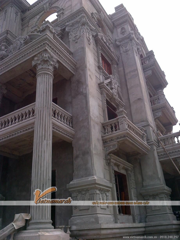 Ngôi biệt thự khang trang, bề thế được xây dựng theo kiến trúc Pháp