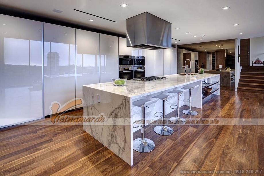 Phòng bếp - với bàn bếp từ đá cẩm thạch cao cấp.