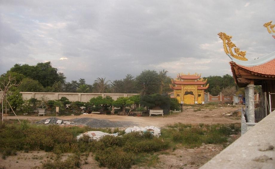 can-canh-nha-tho-to-hang-tram-ty-cua-danh-hai-Hoai-Linh08