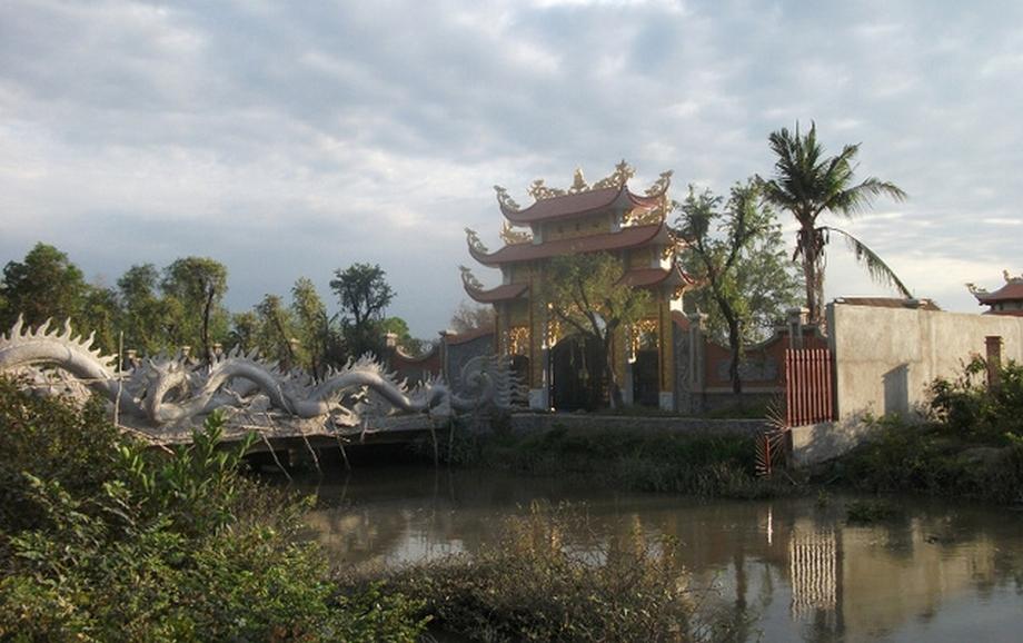 can-canh-nha-tho-to-hang-tram-ty-cua-danh-hai-Hoai-Linh09