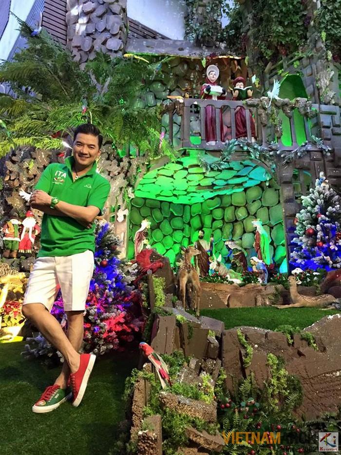 Khu vườn của chúa ngay sân ngoài cũng là nơi được nhiều vị khách tham quan và chụp ảnh
