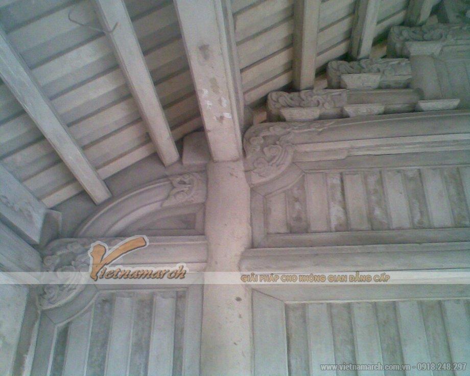 Toàn bộ cột kèo được làm từ bê tông sau đó được sơn giả gỗ