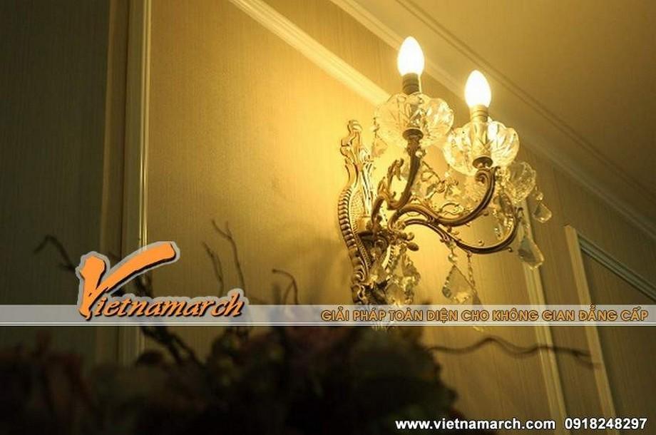 Đèn áp tường hoa mỹ với nhiều đường nét tinh tế