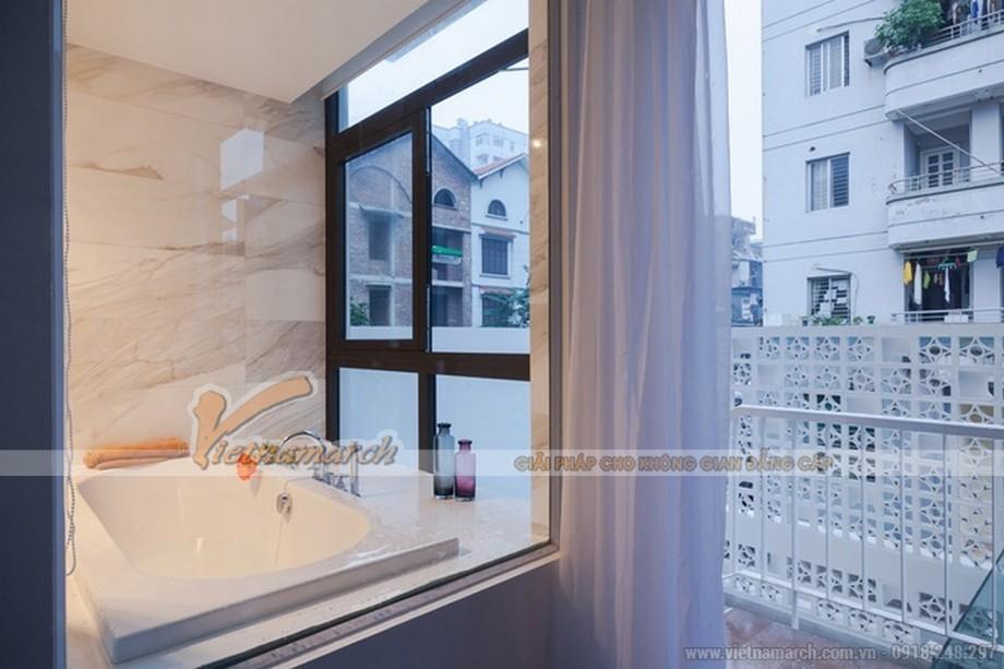 Thiết kế nội thất và kiến trúc phòng tắm ngập tràn ánh sáng mặt trời