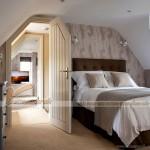 Thiết kế nội thất phòng ngủ trên tầng áp mái của những căn nhà lô phố, biệt thự