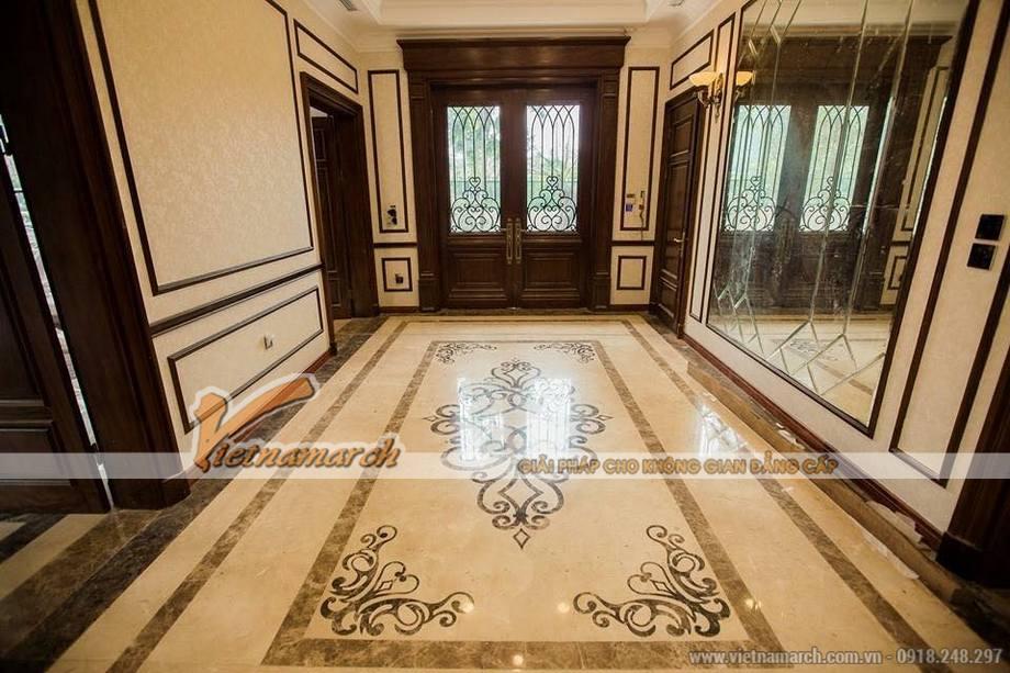 Thiết kế sảnh vào cho biệt thự 3 tầng phong cách cổ điển