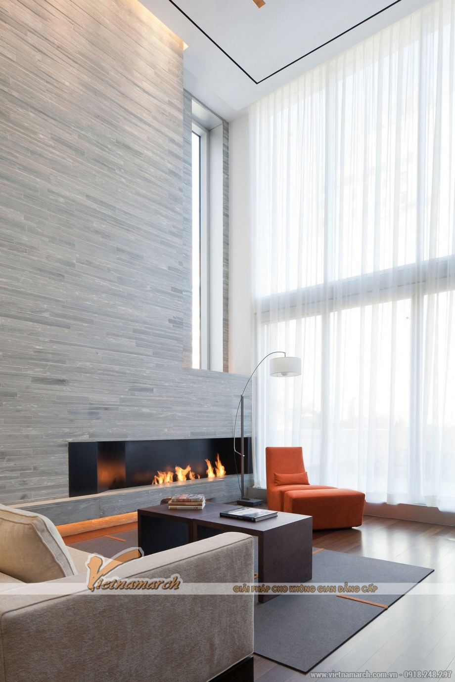 Thiết kế nội thất phòng khách thông tầng nhà lô phố hiện đại