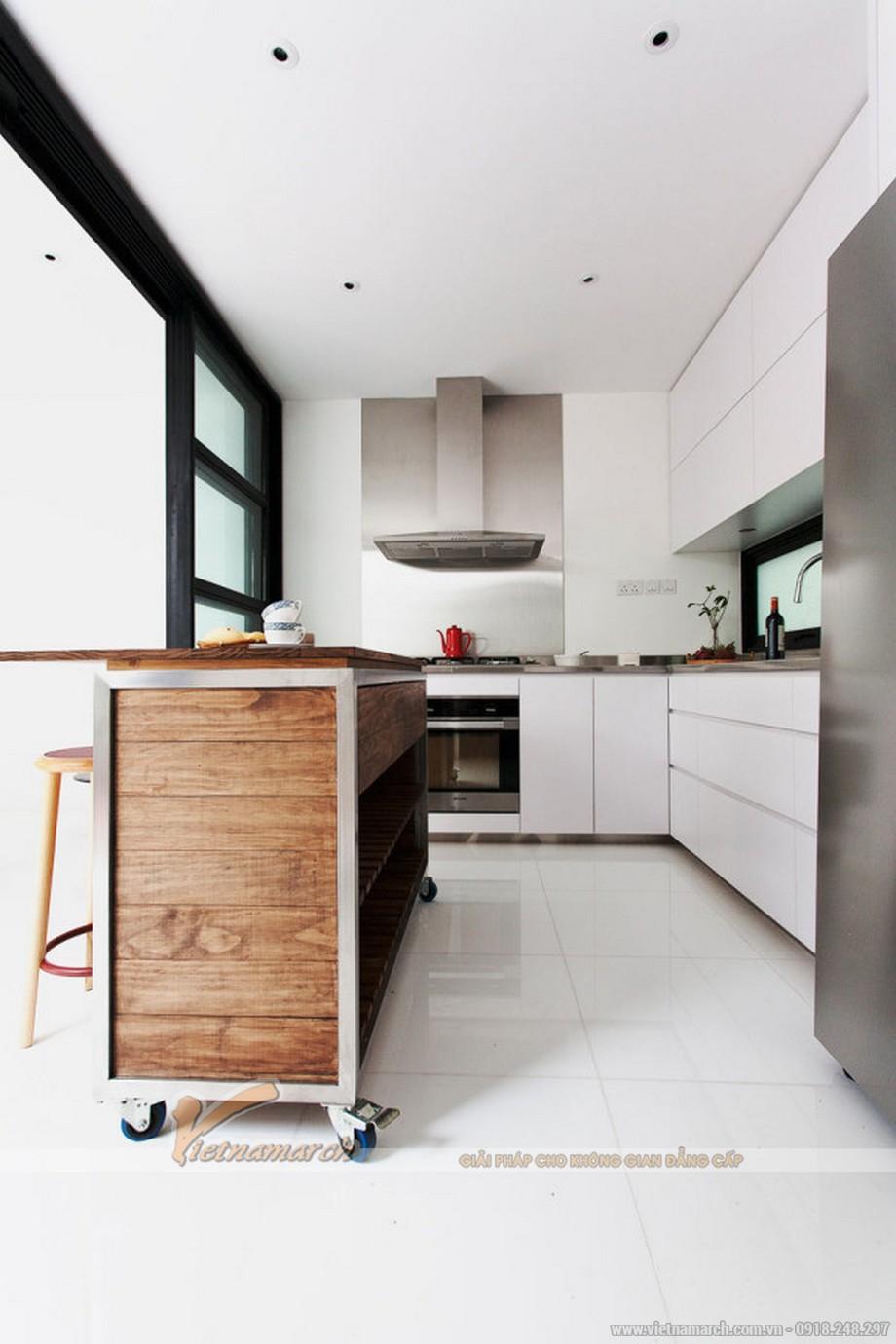 Phòng bếp cũng mộc mạc và tối giản nhưng vẫn đầy đủ tiện nghi