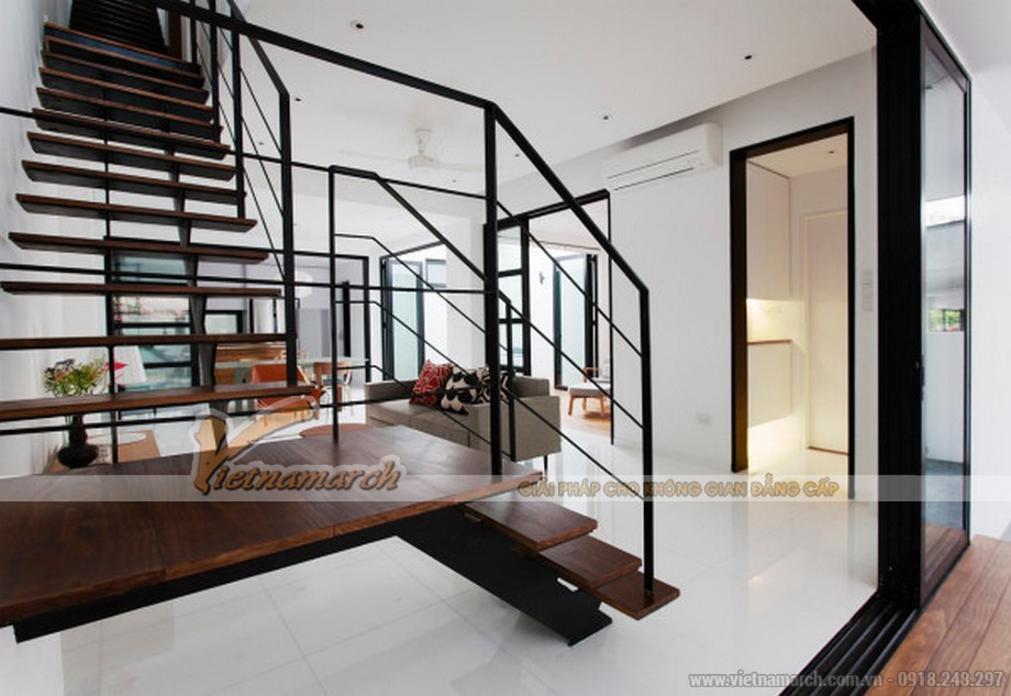 Hệ thống cầu thang lên xuống các tầng đơn giản và hiện đại