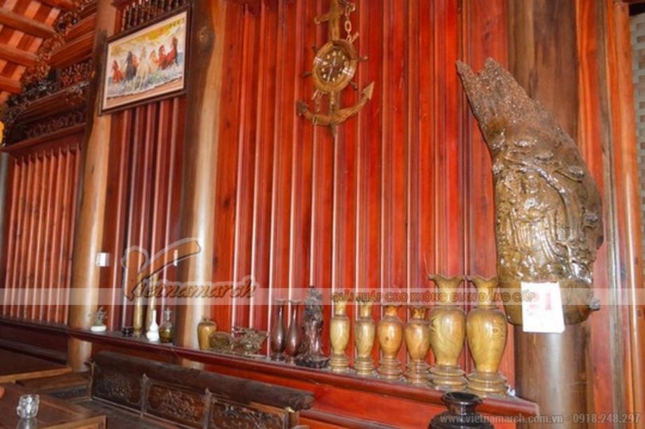 Tất cả đồ đạc trang trí trong nhà đều được làm từ gỗ